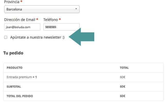 El checkbox aparece en la página de pago. Puede dejarse seleccionado o sin seleccionar por defecto